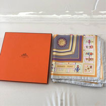 HERMES スカーフ カレ90 16,000円